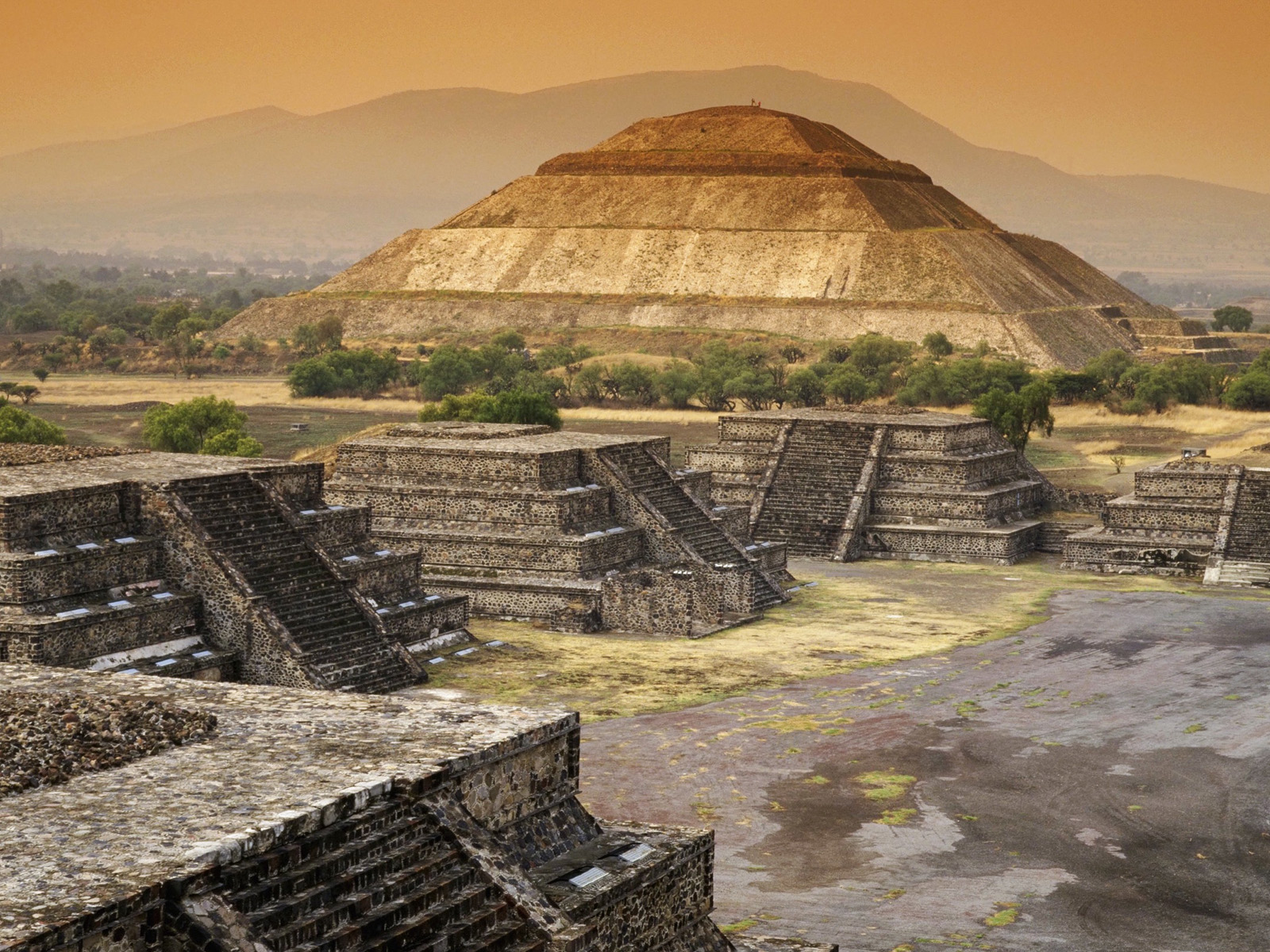 """teotihuacan Teotihuacan, mexico, main structures c 50-250 ce speakers: dr lauren kilroy-ewbank and dr beth harris metropolis an impressive city of 125,000-200,000 inhabitants, by the 6th century, teotihuacan was the first large metropolis in the americas teotihuacan, as the city is called, is a náhuatl name that means """" the place where the gods were created """" and was given by the aztec."""